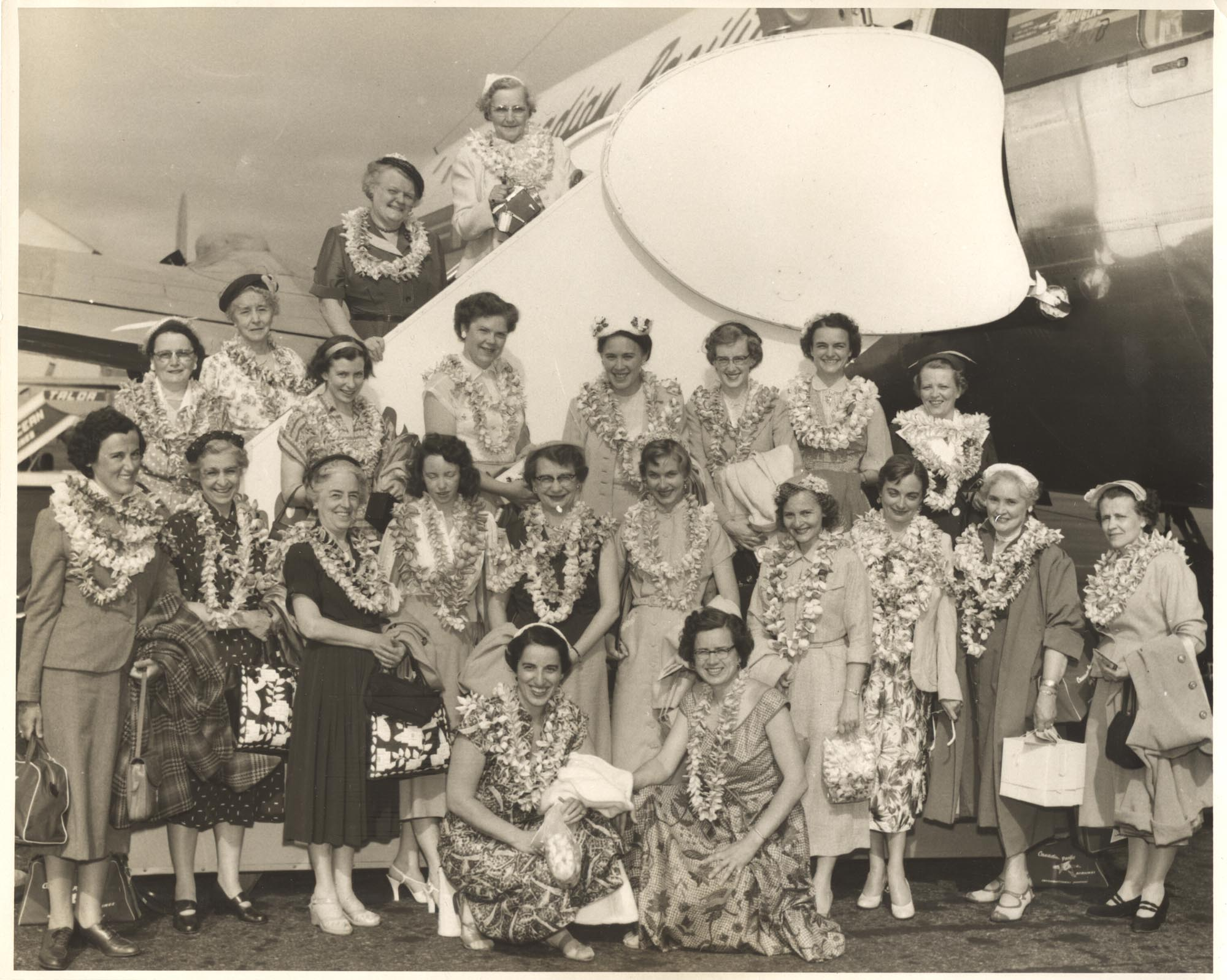 Nurses travelling to Hawaii 1954